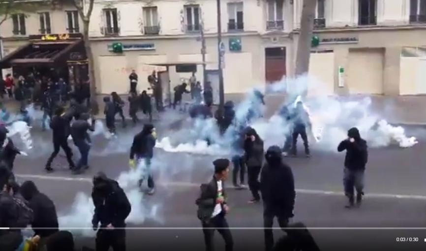 Появилось шокирующее видео: полиция разгоняет участников протеста в Париже