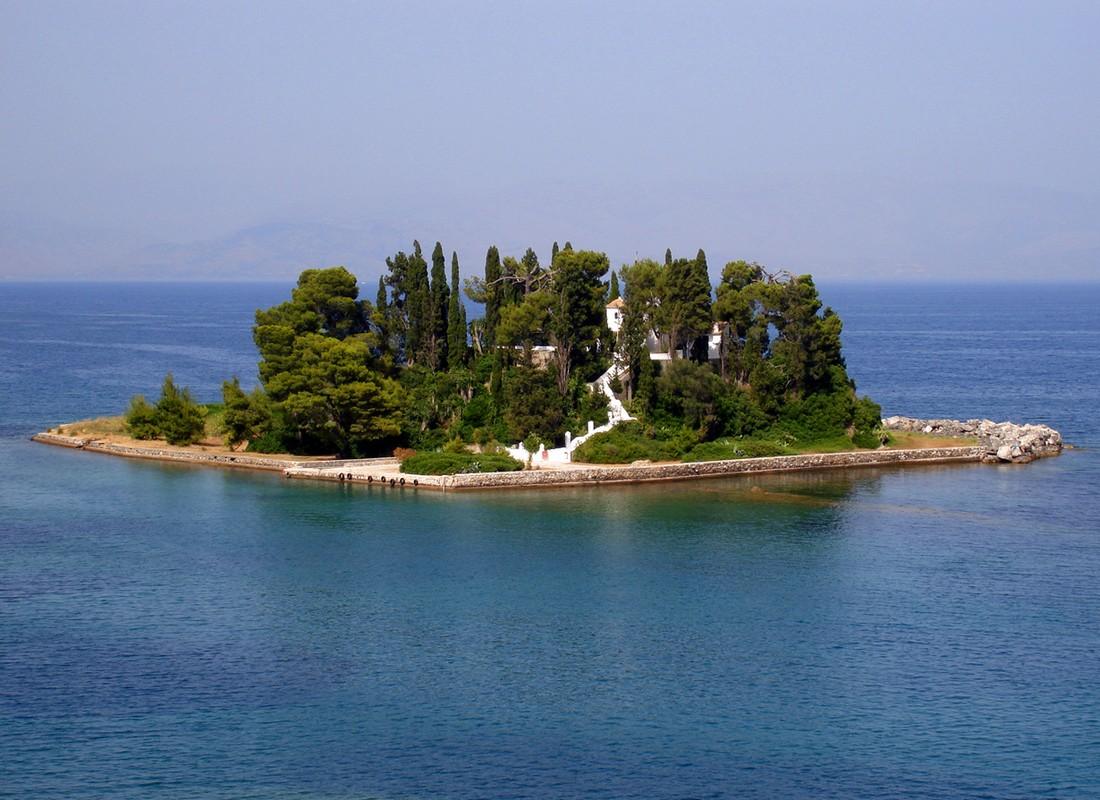 Самые миниатюрные населенные острова мира