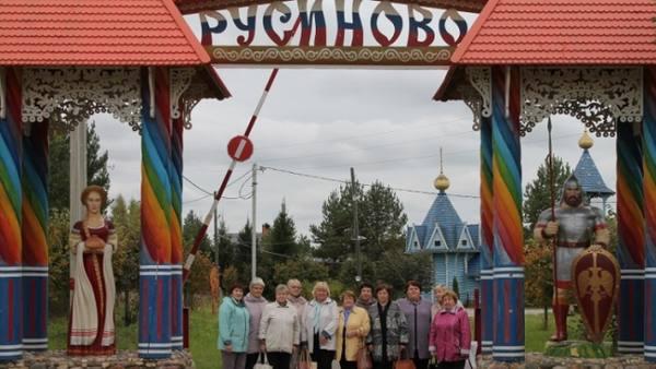 Ветераны из Судиславля посетили Семь Чудес деревни Русиново