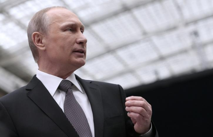 Путин дал обещание Макрону и сорвал овации в зале
