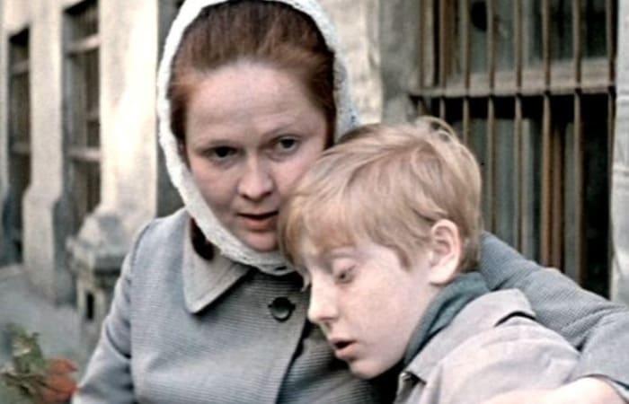 За что многодетные матери осуждали Наталью Гундареву: За кадром фильма «Однажды 20 лет спустя»