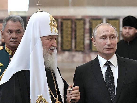 Военные и священники заслоняют Путина