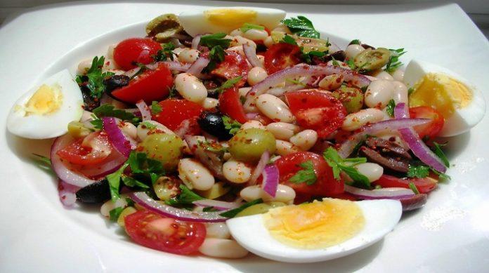 Очень вкусный салат из белой фасоли