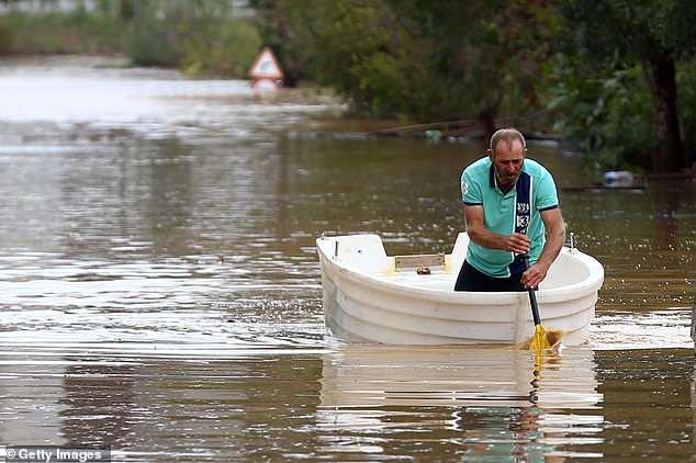 В Стамбуле во время наводнен…