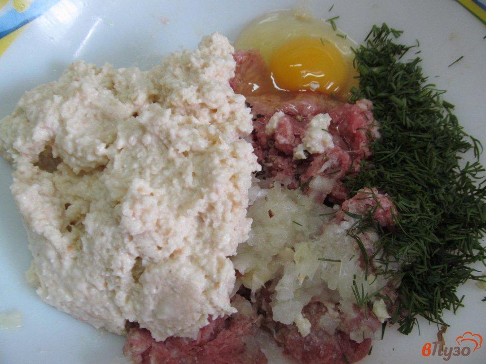 Фото приготовление рецепта: Котлеты на ряженке шаг №3