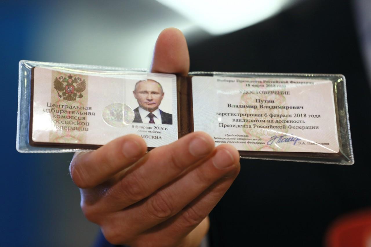 Владимиру Путину вручили удостоверение кандидата в президенты