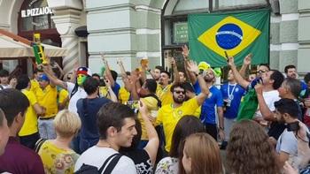 Бразильских болельщиков, подшутивших над россиянками, дома ждут проблемы