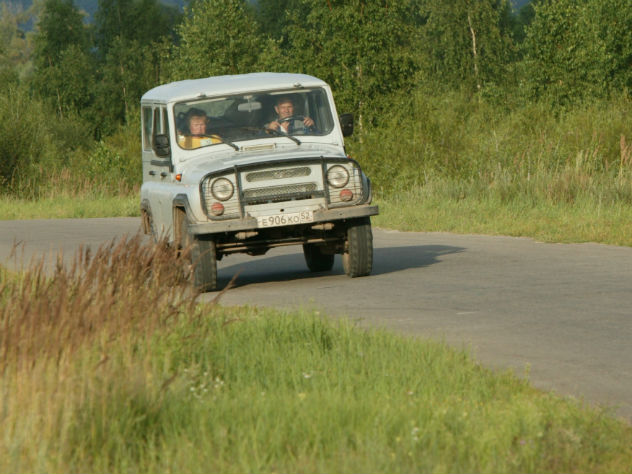 96-летняя ветеран войны с блеском проехала по трассе джип-триала