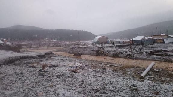 МЧС показало последствия прорыва дамбы в Красноярском крае с воздуха