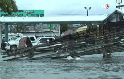 """Более 800 рейсов отменены на востоке США из-за урагана """"Майкл"""""""