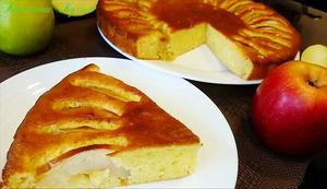 Фото к рецепту: Шарлотка с яблоками и творогом