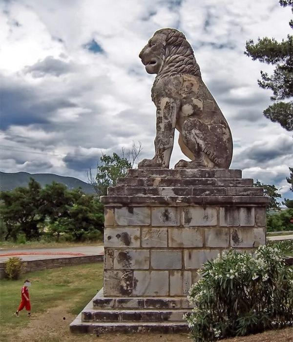 5-метровый мраморный лев из Амфиполиса. | Фото: enneaetifotos.blogspot.com.