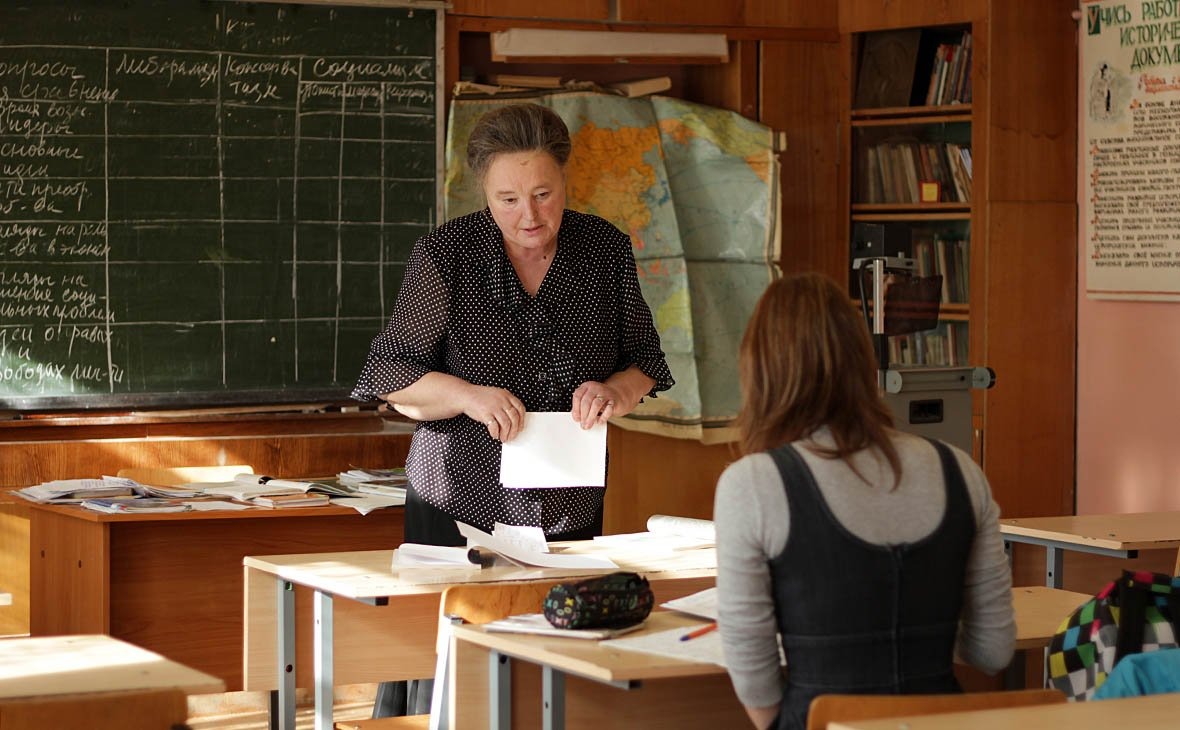 Реальность не отвечает статистике: ОНФ обнаружил у 20% учителей желание уйти из школ из-за денежных проблем