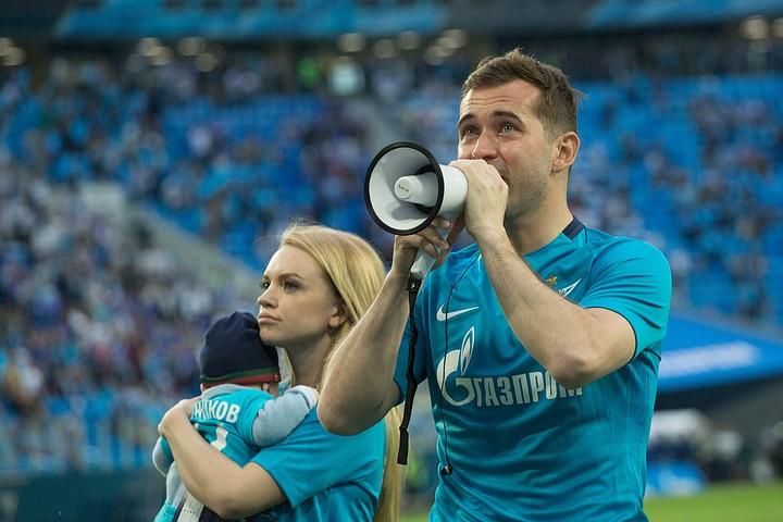 Наркотики, блэкджек и шлюхи: как разводятся российские футболисты