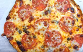 Вкуснейшая пицца Маргарита на идеально тонком тесте