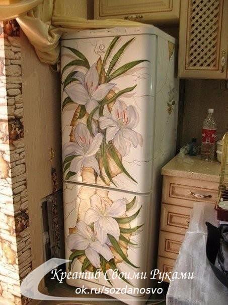 Ваш скучный белый холодильник не вписывается в интерьер? Это можно решить весьма оригинально.