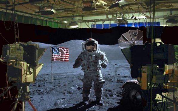 Месть Ассанжа:   как американцы летали  на Луну в конце 1960-х годов