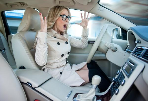 Женщина за рулем: Истории о нелепых ситуациях на дороге