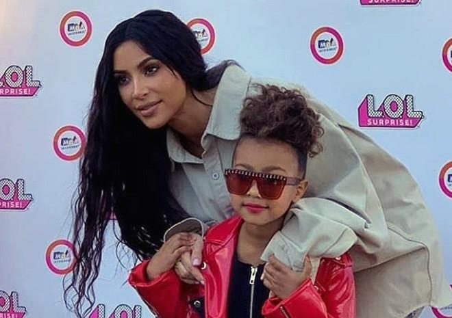 Пятилетняя дочь Ким Кардашья…