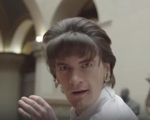 В сети горячо обсуждают новогодний ролик от РБК с ведущим Александром Гудковым