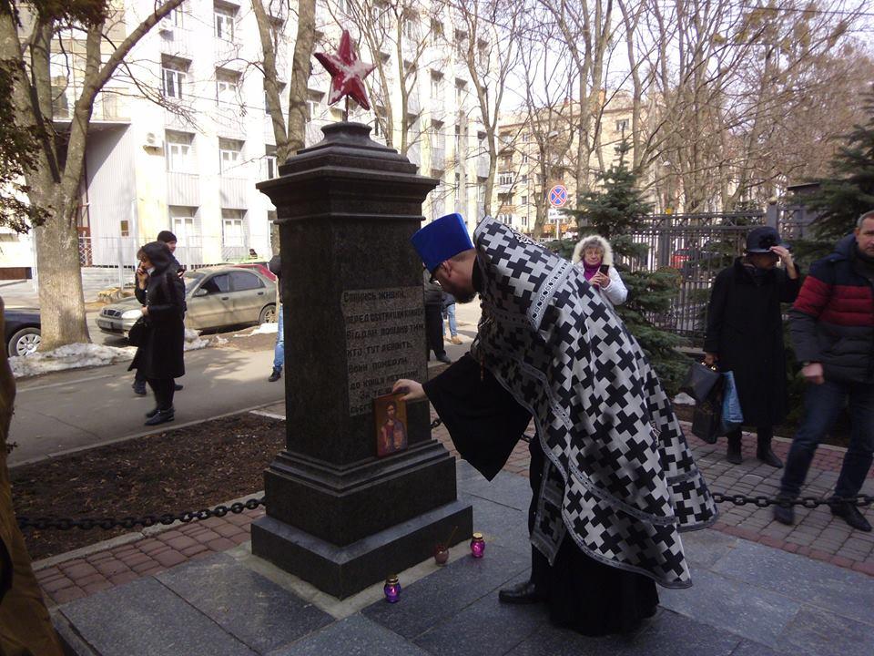 В Харькове прошли поминально-траурные мероприятия на Братской могиле