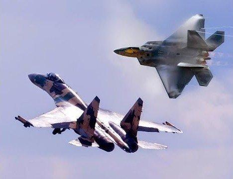 «Американцы неслучайно меняют траекторию при виде русских»: эксперт о встрече Су-35 и F-22 в Сирии