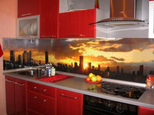 Скинали для кухни: 18 шикарных аргументов «за» кухонный фартук из стекла
