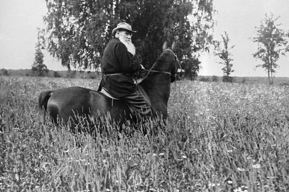 Как борьба с памятью о Толстом помогла карьере тамбовского губернатора
