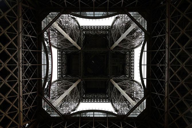 Как выглядит новый стеклянный пол Эйфелевой башни