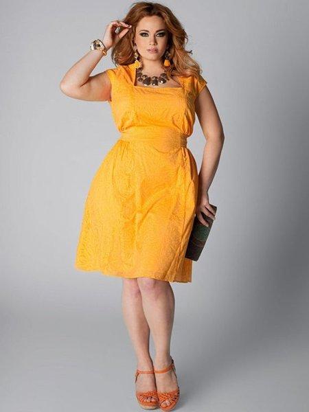 Платье украсит полную женщину летом