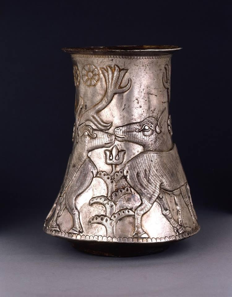 Подборка серебряных эламских кубков 3000 до 2000 года до н.э.