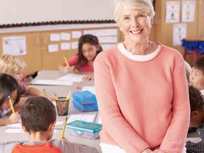 Преподавательница по новому …
