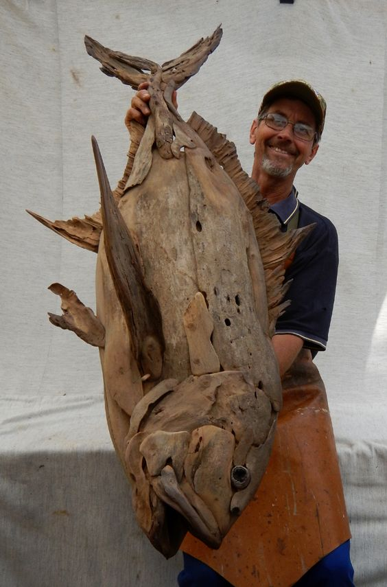 Необычные скульптуры из коряг и разной древесины