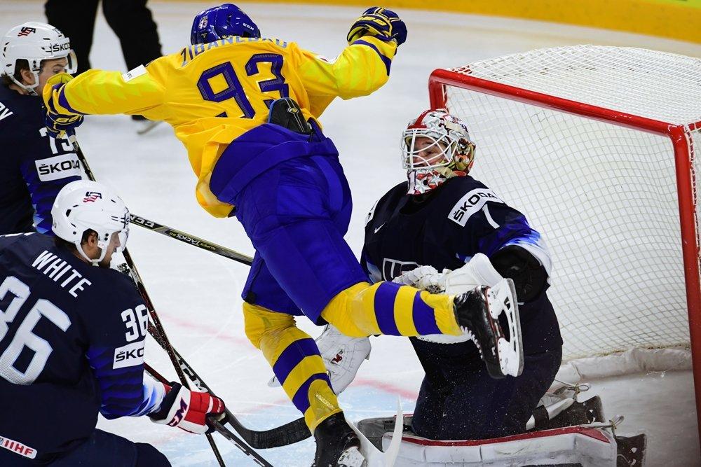 Сборная Швеции стала первым финалистом ЧМ-2018 по хоккею