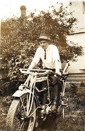 b2ap3_thumbnail_Excelsior_Motorcycle_1914-294x450.jpg