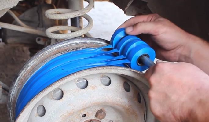 Заменивший шины изолентой ро…