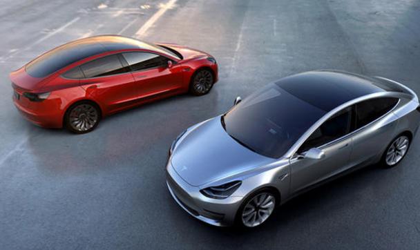Tesla выбрасывает на рынок е…
