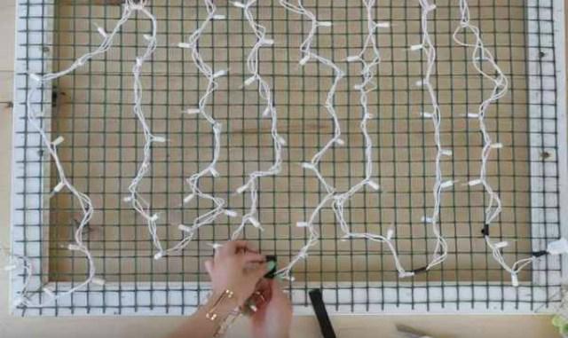 Удивительный способ украсить интерьер своего дома при помощи решетки и обычной гирлянды