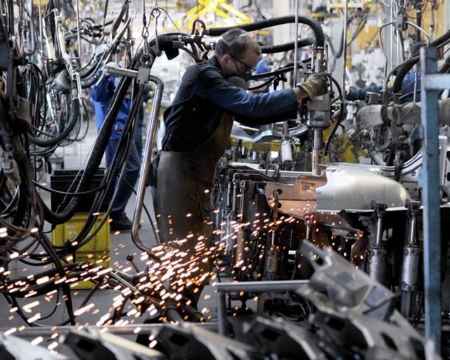 Крупнейшие автозаводы просят власти не помогать новым сборочным производствам