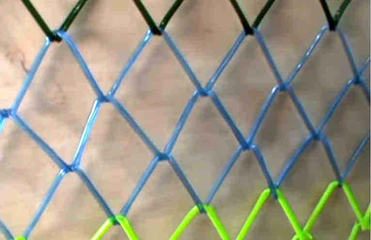 Как сделать сетку-рабицу из пластиковой бутылки. Дешево и нарядно