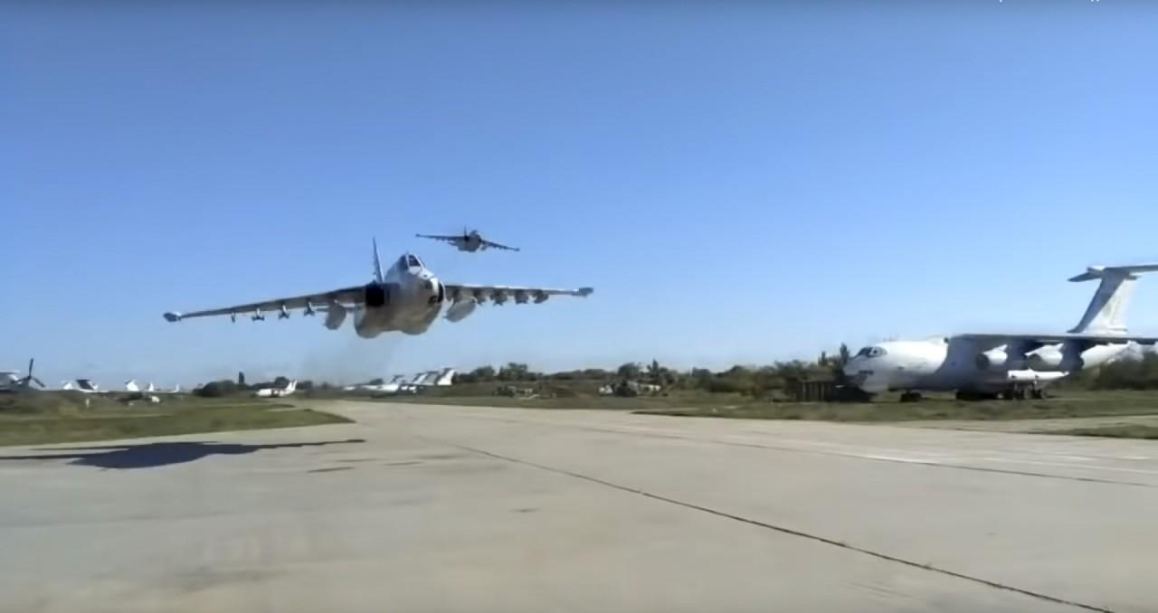 Эксперт оценил полет украинских Су-25 на сверхнизкой высоте