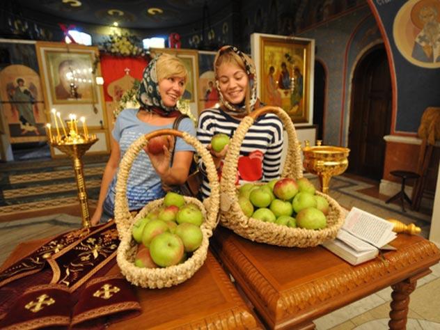 Медовый, Яблочный и Ореховый Спас: традиции и обычаи сладких праздников