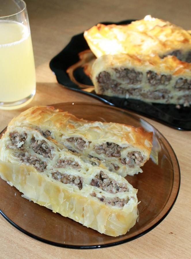 Интересный пирог из вытяжного теста. С мясом и грибами