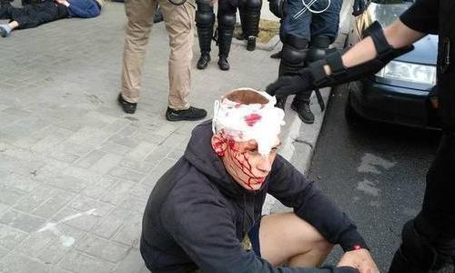 В Киеве националисты атакова…