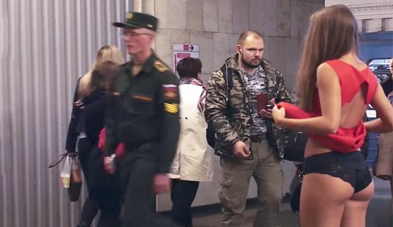 «Что у меня под юбкой?»: девушка оголилась в метро в борьбе с извращенцами