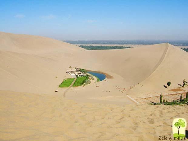 Удивительный оазис — озеро Полумесяца в пустыне Гоби - 5