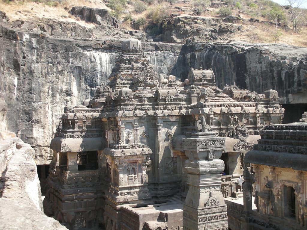 Каменные свидетели священной веры: 10 пещерных храмов мира