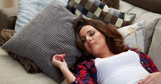 Это расслабляющее упражнение поможет вам уснуть за 1 минуту