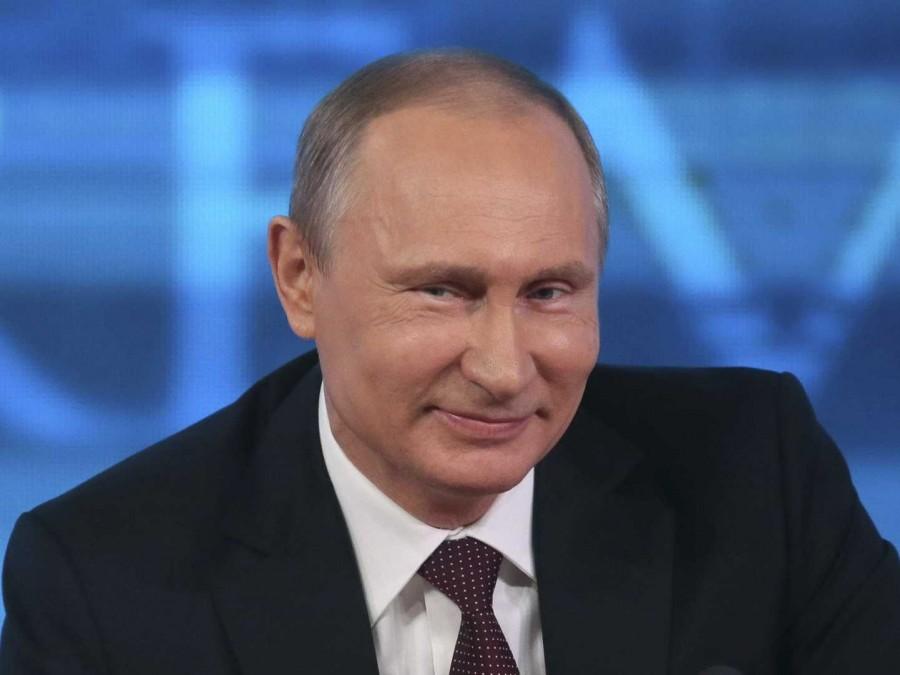 Путин снова тратит деньги, а мог бы раздать пенсионерам!