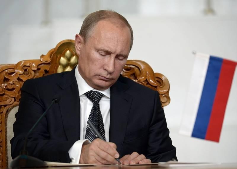 Путин вводит санкции против Украины.